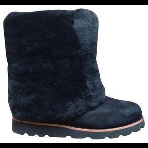 UGG Maylin Boot size 6